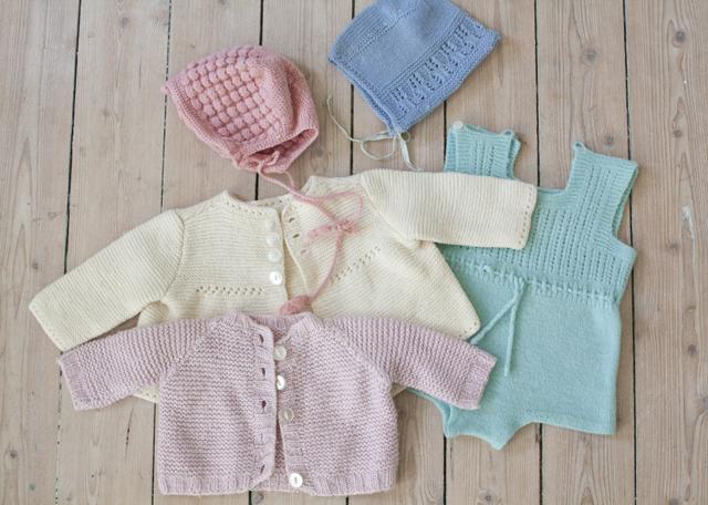 stickade vintagebarnkläder