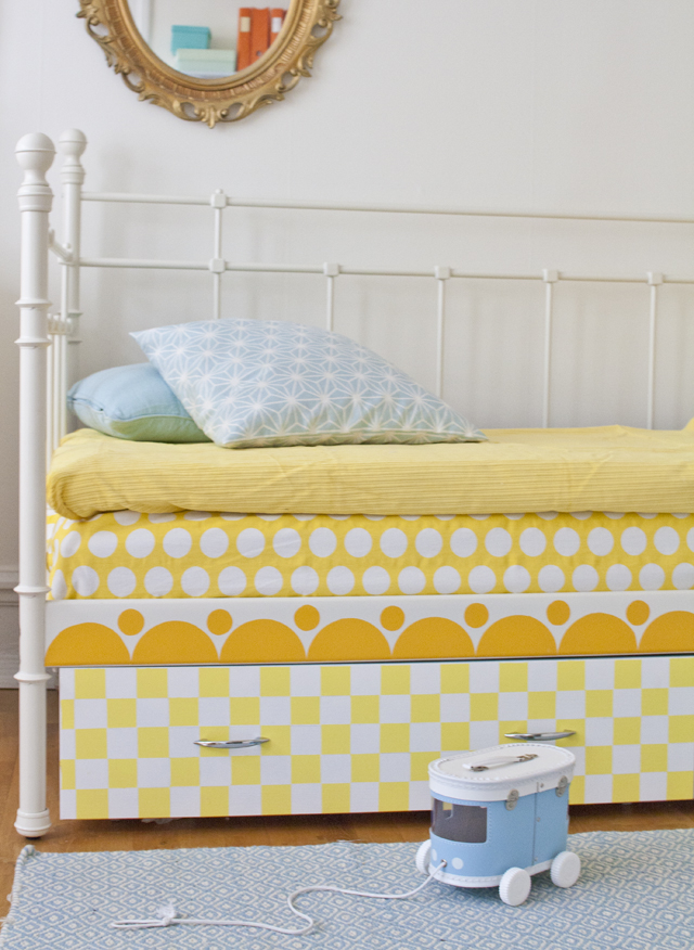 Färgglada sänglådor Loppanpoppan DIY, loppisfynd och inredningLoppanpoppan DIY, loppisfynd