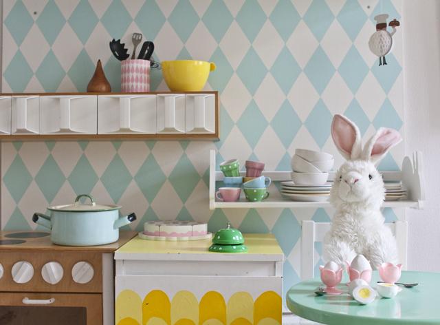 Äggfrukost i leksaksköket